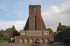 Stirnseite des Ohlsdorfer Krematoriums vor dem Umbau - Hamburger Klinkerbauweise,  Architekt Oberbaudirektor Fritz Schumacher.