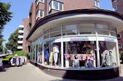 Geschäft mit runder Fassade / Schaufenster - soziales Einkaufs- und Servicecenter Barmbek - Fotos aus den Hamburger Stadtteilen.