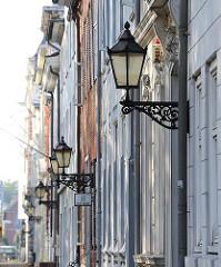 Historische Lampen in der Palmaille - Bilder aus dem Stadteil Hamburg Altona Altstadt.