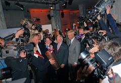 Grundsteinlegung Hamburger Elbphilharmonie 2007; Bürgermeister Ole von Beust, Kultursenatorin Karin von Welck,  Henner Mahlstedt, der Vorstands- vorsitzende Hochtief Construction AG, Architekt Pierre de Meuron, Hartmut Wegener - Projektkoordinator de