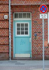 Hauseingang Backsteingebäude - Hamburg Bahrenfeld, Wohnanlage Leverkusenstieg, Bessemer Weg.