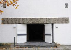 Eingang 1965 erbauten Lukaskirche in Hambug Sasel - Architektin Eckert von Holst
