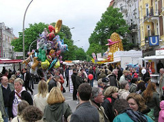 Fest auf der Eppendorfer Landstrasse - Landstrassenfest - Festbesucher, Gedränge auf der Strasse.