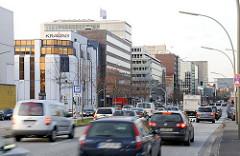 Bürogebäude - Strassenverkehr auf dem Heidenkampsweg.