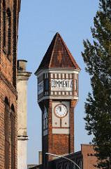 Historische Industriearchitektur - Ziegelbauten, Backsteinturm mit Uhr, Commentz - Billbrookdeich.