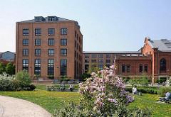 Zu Gewerbe- und Wohngebiet umgenutztes ehem. Gaswerk Hamburg Bahrenfeld, das 1938 stillgelegt wurde. Bilder Hamburger Industriearchitektur.
