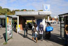 U-Bahnhof Ochsenzoll - Eingang zur Haltestelle.