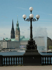Historische Lampen - gusseiserne Kandelaber auf der Lombardsbrücke - erbaut 1865, Architekt Johann Hermann Maack.