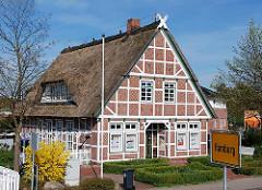 Fachwerkgebäude an der Hamburger Stadtgrenze am Stadteil Cranz.