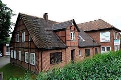 Historisches Fachwerkhaus an der Winsener Strasse l- Hamburg Langenbek - Bezirk Harburg.