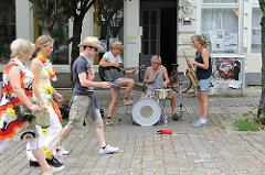 Abseits der Parade müssen Besucher des Schlagermoves auch andere Musik hören.