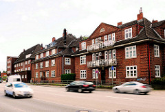 Wohngebäude an der Vogt-Wells-Strasse in Hamburg Lokstedt; Backsteinarchitektur der 20er Jahre.