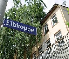 Strassenschild Elbtreppe - Elbtreppenhäuser - um 1850 erbaute Heuburg - historisches Wohnensemble in Hamburg Ottensen.