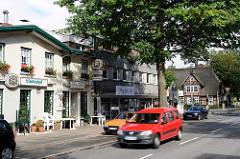Alte und neue Häuser in der Heimfelder Strasse - Bezirk Hamburg Harburg.