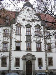 Foto von der historischen FAssade des Wandsbeker Amtsgerichts.