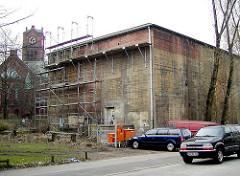 Umnutzung eines alten Bunkergebäudes in Hamburg Eimsbüttel - Wohnungen werden gebaut (2001)