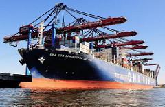 Schiffe im Hafen Hamburgs - die CMA CGM Christophe Colomb am Kai des HHLA Containerterminals Burchardkai in Hamburg -Waltershof.