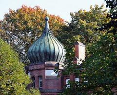 Kupferkuppel / Zwiebelturm mit Kupferverkleidung des historischen Bahnhofs Hasselbrook in Hamburg Eilbek.