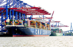 Frachtschiffe im Hamburger Hafen - im Vordergrund die CMA CGM MUSCA am HHLA Terminal Burchardkai; dahinter liegt das Containerschiff EVER CHIVALRY