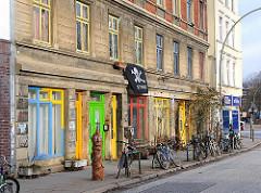 Bunte Häuser in HH-Altona, farbige Fensterrahmen in der Chemnitzstraße.