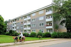Neubaugebiet in Hamburg Marmstorf - mehrstöckige Wohnblocks; erbaut um 1970.