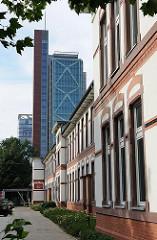 Fassade des ehem. Hafenkrankenhausese - moderner Büroturm an der Bernhard Nocht Strasse.