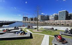 Frühling in Hamburg Frühlingssonne in der Hafencity