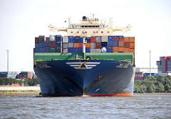 Containervessel HYUNDAI COURAGE -  Bug des Containerfrachters im Köhlbrand - Einfahrt in die Norderelbe.