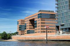 Moderne Architektur am Hamburger Hafenrand - Bürogebäude an der Grossen Elbstrasse von Hamburg Altona.