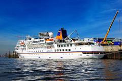 Kreuzfahrtschiff Bremen am Cruise-Center in der Hamburger Hafencity.