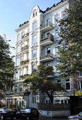 Historischer Wohnblock in der Hasselbrookstrasse, Hamburg Eilbek - eines der wenigen Wohngebäude, dass die Luftangriffe 1943 überstanden hat.