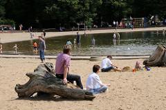 Spielplätze in Hamburg - Sandstrand am Planschbecken im Winterhuder Stadtpark.