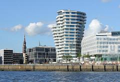 Achitekturfotos aus der Hamburger HAFENCITY - Unileverhaus am Elbufer - Wohngebäude mit Aussicht auf die Elbe.