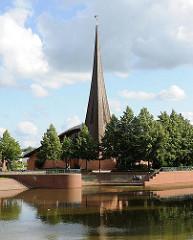 Kirchenbau in Hamburg - Bilder aus Hamburg; Franz von Assisi Kirche Neu-Allermöhe - 1993 fertig gestellt; Architekt Nils Roderjan.