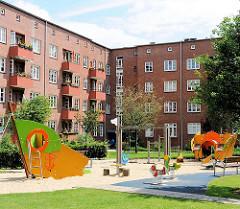 Innenhof mit Spielplatz - Kranzhaus - Wohnanlage in der Jarrestadt, Hamburg Winterhude.