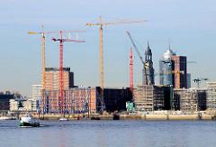 Eingerüsteter Kaispeicher A - Baustelle der Elbphilharmonie in der Hafencity Hamburgs (2008)