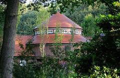 Architektur im Hamburg Stadtpark / Stadtteil Winterhude - Dach der Trinkhalle beim ehem. Blindengarten.