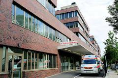 Notaufnahme und Rettungswagen am Diakonie Klinikum Hamburg im Stadtteil Eimsbüttel.