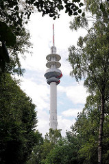 Fernmeldeturm Lohbrügge zwischen Bäumen - der Fernsehturm hat eine Höhe von 138,5 m und wurd 1987 errichtet.