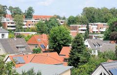Bergige Wohnlandschaft in HH-Eißendorf - Dächer von Einzelhäusern an den Hügeln der Harburger Berge im Stadtteil HH-Eissendorf.