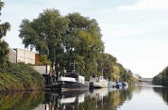 Hamburgbilder - Industriegebiet, Gewerbegebiet. Billbrookkanal. Schiffe am Kanalufer.