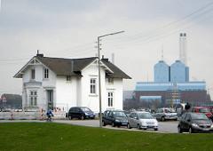 Villa Hintzpeter - Hamburg Rotenburgsort; Kraftwerk in Tiefstack an der Billwerder Bucht.