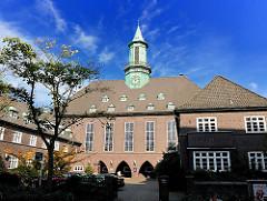 Heilandskirche am Winterhuder Weg - monumentales Ziegelgebäude; erbaut 1928 - Architekt Emil Heynen.