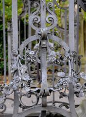 Eingang Friedhof Ohlsdorf - Schmiedeeiserne Türen - Eisendekoration.