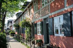 Historische Hamburger Architektur - Lotsenhäuser am Elbweg in Oevelgönne, Stadtteil Othmarschen.