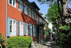 Wohnen an der Elbe - Wohnhäuser am Elbweg von HH-Oevelgönne, Stadtteil Hamburg Othmarschen.