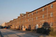 historische Lagerhäuser im Hamburger Hafen - Lagergebäude am Dessauer Ufer - Architekturgeschichte Hamburgs.