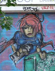 Graffiti auf einem Rollladen eines Geschäft in Steilshoop.