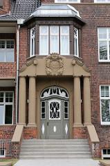 Eingang des alten Gebäudes des Kinderkrankenhauses an der Bleickenallee in Hamburg Altona, Stadtteil Ottensen.