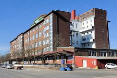 Gewerbearchitketur, Industriearchitektur auf der Peute in Hamburg Veddel - Elbe Gewerbe Zentrum / EGZ.